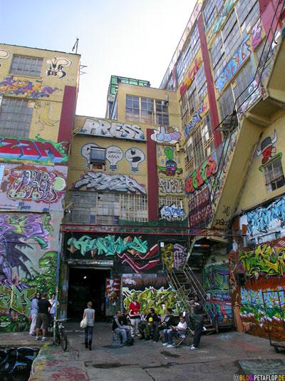 entrance graffiti five points 5pointz warehouse lagerhalle brooklyn new york city usa dscn8731
